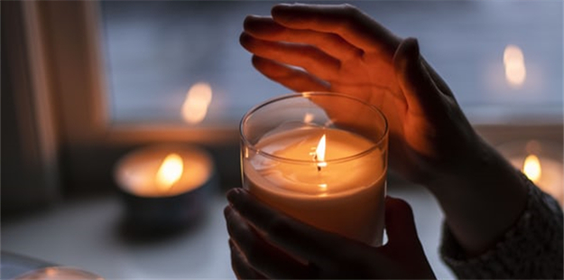 The Benefits of an Aroma Candle for Your Home