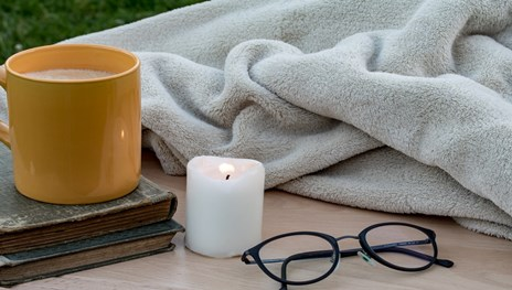How to Use scented Candle to Create a Little Cocooning Area for the Winter